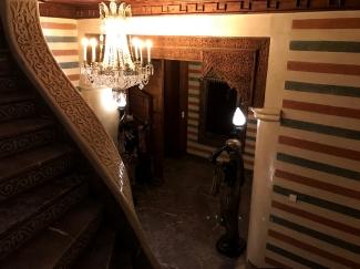escaleras del hotel de lujo la sultana de marrakech