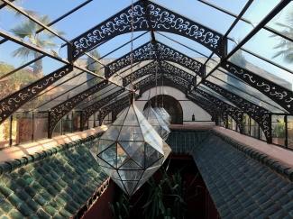 lucernario del hotel de lujo la sultana de marrakech
